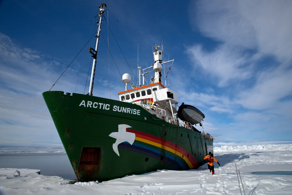 The Arctic Sunrise, at the top of the Nares St (c) Dave Walsh/Greenpeace