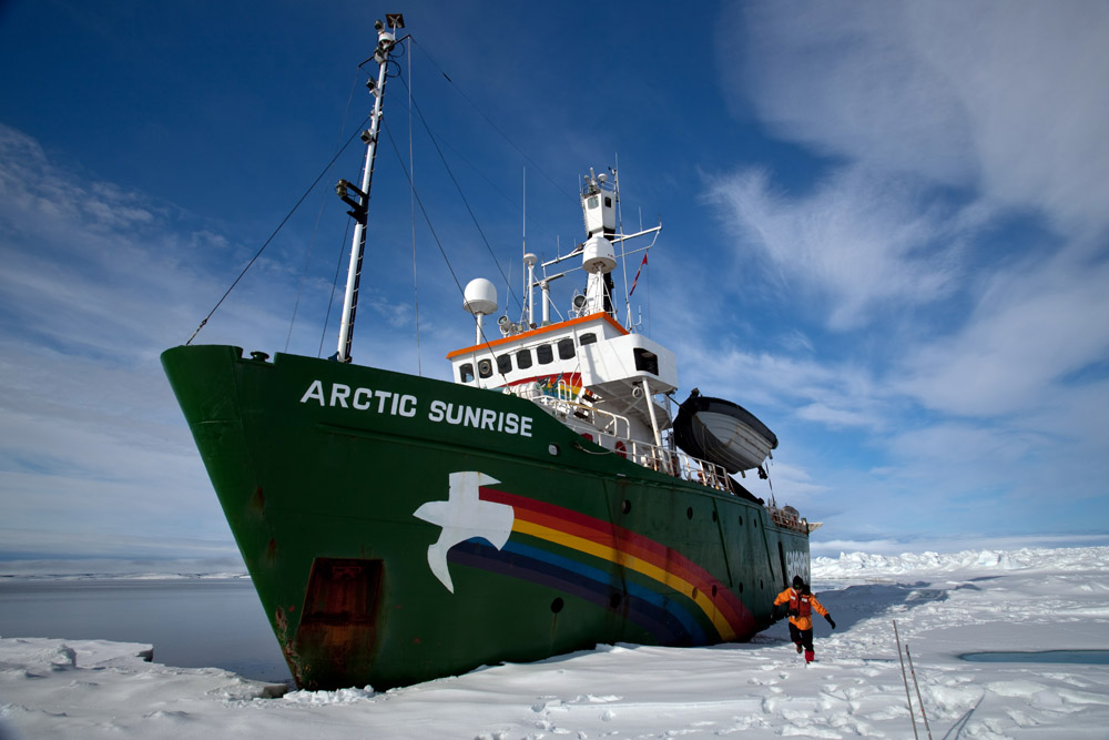 Arctic Sunrise on the Nares Strait (C) Dave Walsh/Greenpeace