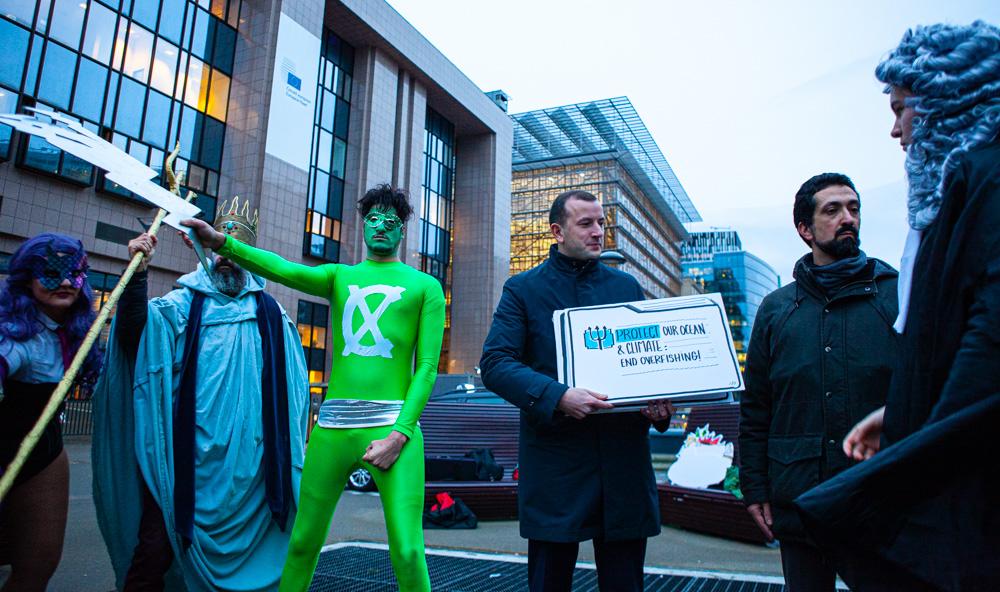 EU Commissioner Virginijus Sinkevičius receives end overfishing message